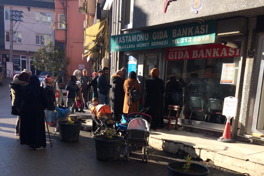 Kastamonu'daki Mültecilere Gıda Bankası Kucak Açtı